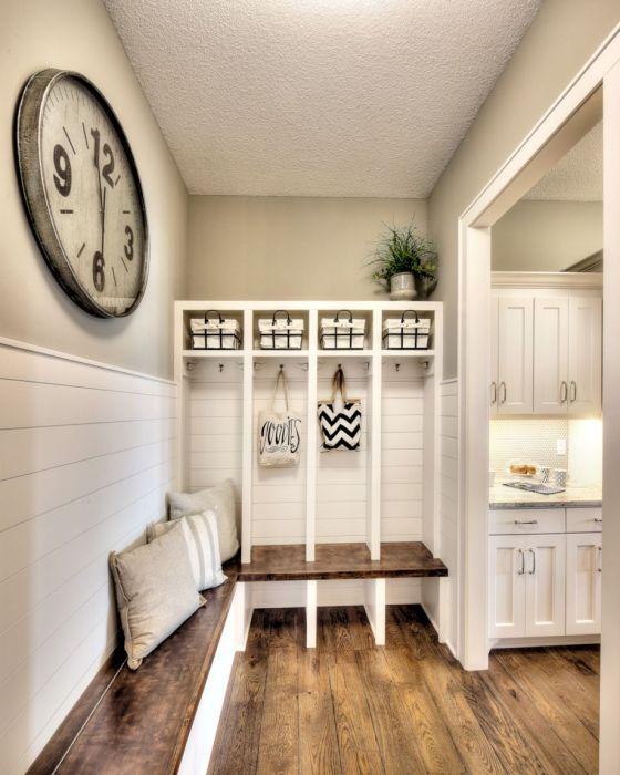 Современный дизайн прихожей подразумевает легкость и простоту интерьера.