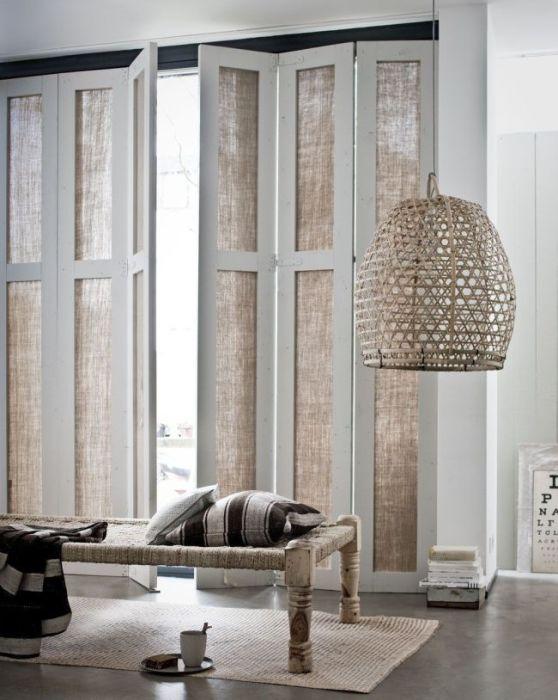 Складная гармошка - необычная конструкция, которая используется довольно редко в современном интерьере.
