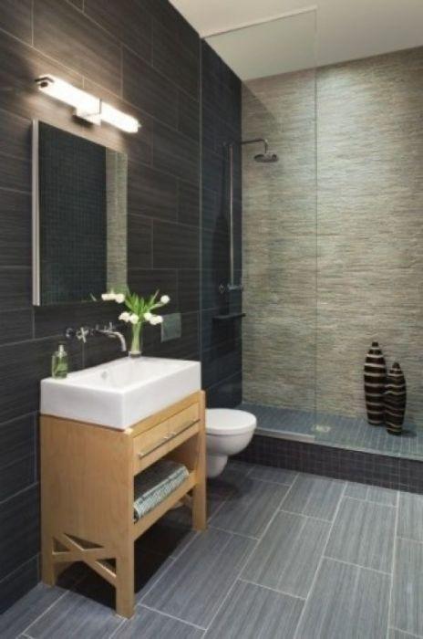 Небольшая ванная комната в классическом мужском стиле.