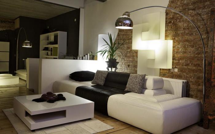Напольный светильник в классическом стиле - отличное дополнение к интерьеру.