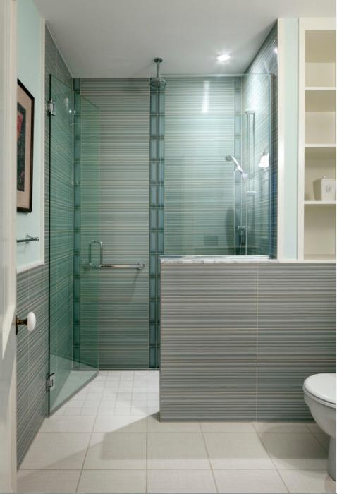 Современные стилистические мотивы и строгая классика в интерьер ванной комнаты.