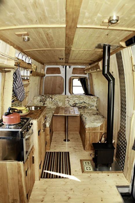 Отличная переделка старого автомобиля в кухню на колесах.