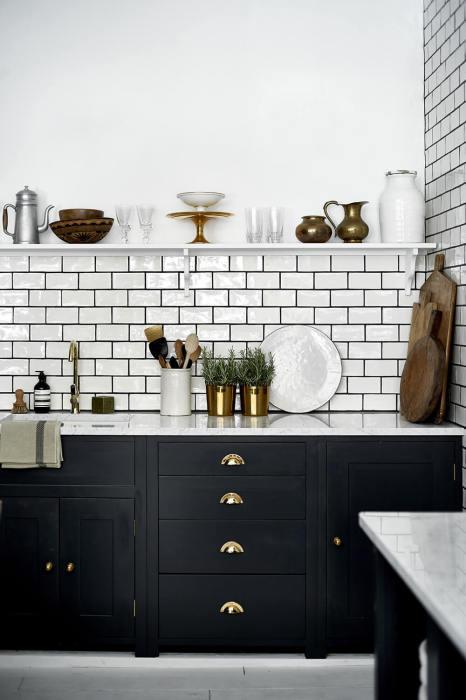 Современные столешницы для кухни из искусственного камня можно изготовить по эскизу и индивидуальным размерам заказчика.