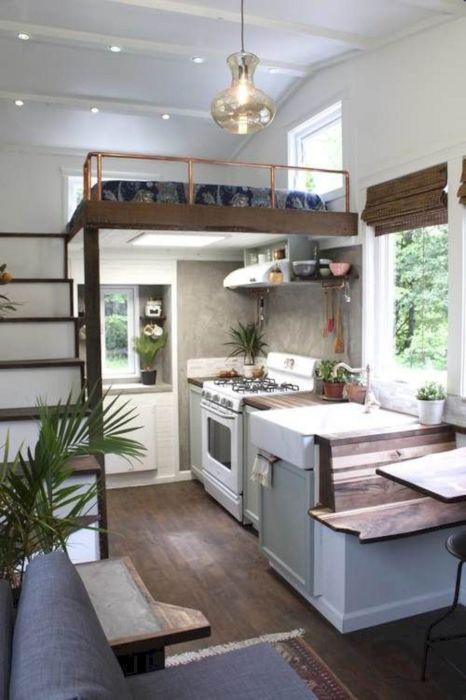 Гостиная комната, совмещённая с кухней - идеальное решение для современного загородного дома.