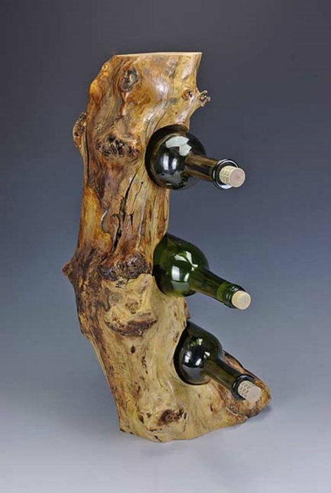 Шикарная стойка из коряги для настоящих ценителей хорошего вина.