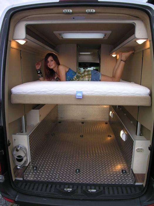 Фургон, в котором есть место для полноценного сна и отдыха водителя во время длительных поездок.
