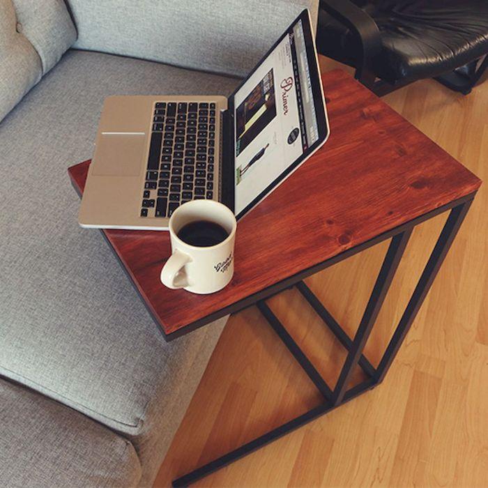 Столик для ноутбука можно использовать как подставку для планшета или книги.