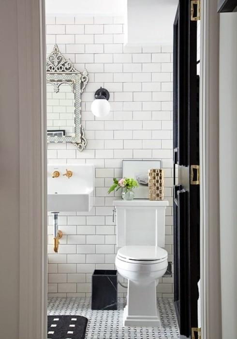 Лаконичный и сдержанный интерьер ванной комнаты, оформленной в светлом цвете, в которой каждый будет чувствовать себя по-настоящему комфортно.
