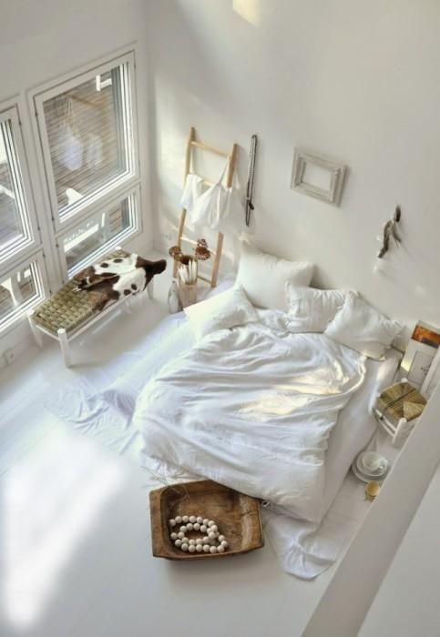 Светлый интерьер создаст чувство легкости и особенного покоя, то что нужно для полноценного отдыха.