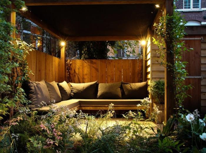 Приглушенное освещение в беседке способно создать уютную и теплую атмосферу.