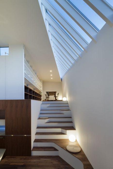 Проект лестницы, выполненной из натурального дерева, который понравится гостям и будет всегда радовать хозяев.