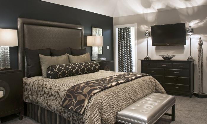 Минимализм в маленькой спальной комнате - правильное, но в тоже время необычное решение.