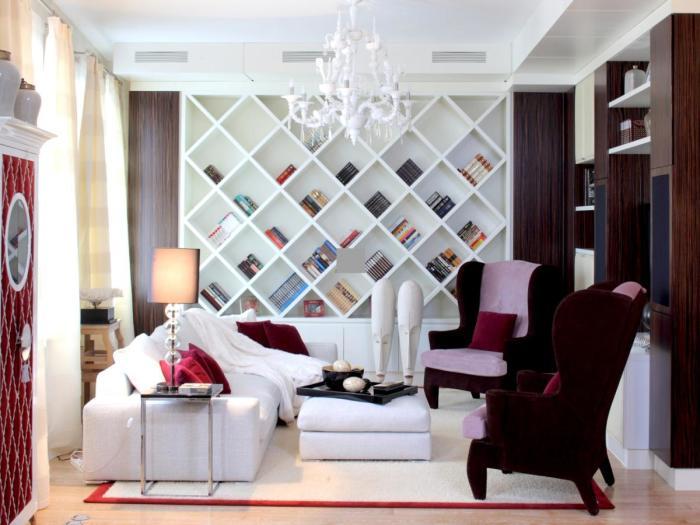 Яркие акценты в интерьере гостиной комнаты.