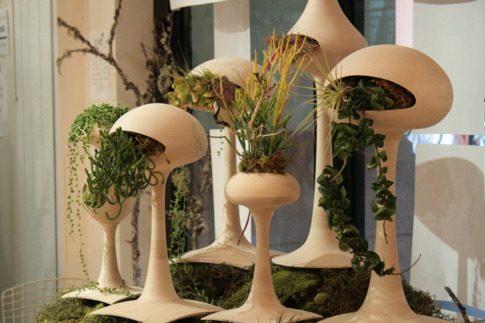 Восхитительные подставки для цветочных горшков, которые можно сделать из неожиданных вещей.