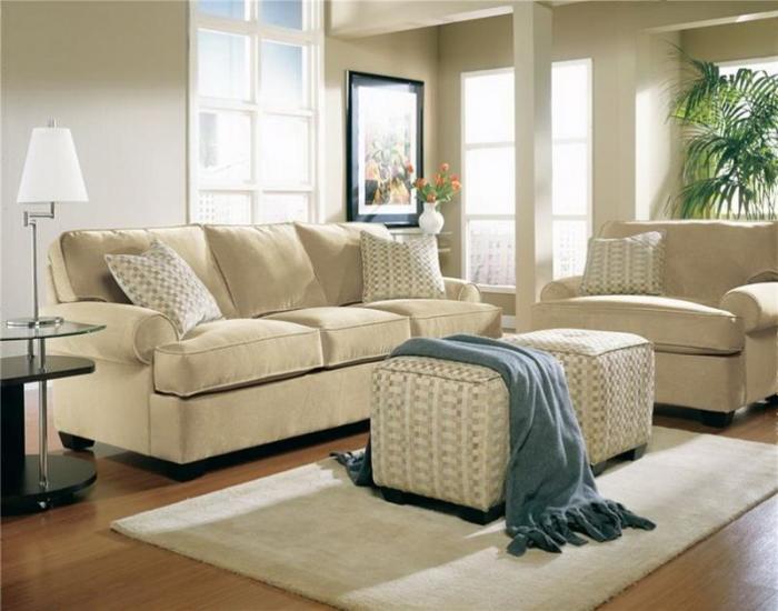 Мебельный гарнитур играет особую роль в интерьере маленькой гостевой комнаты.