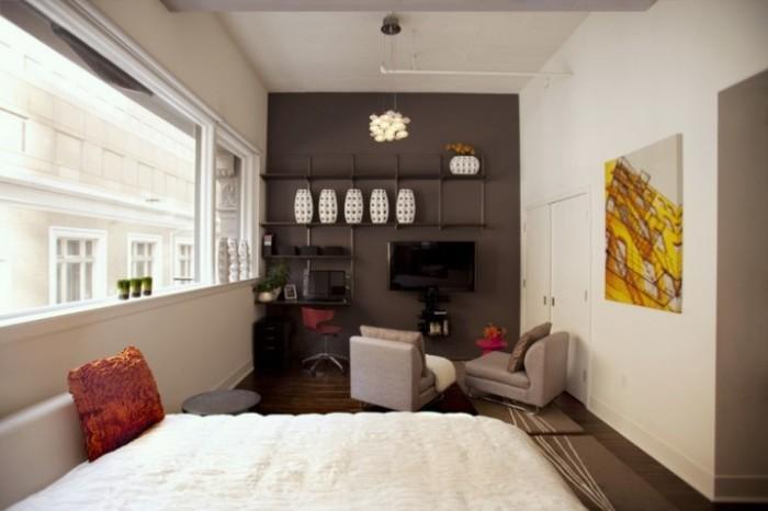Необычная гостиная комната в стиле минимализма, которая идеально подходит для современной малогабаритной квартиры.