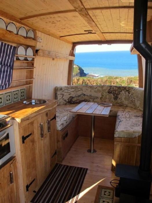 На сегодняшний день существуют множество компаний, которые выполняет продажу и переоборудование автомобилей под кухню на колесах.