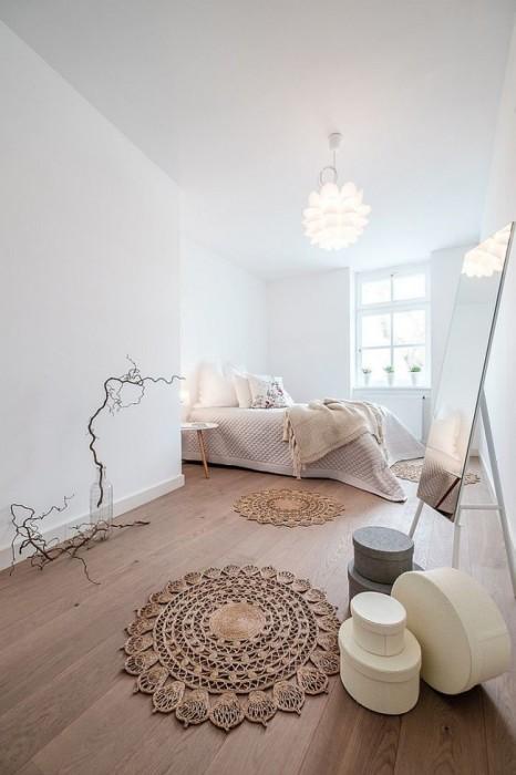 Необычайно интересная и неординарная спальная комната в этно-стиле, в которой преобладают нотки минимализма.