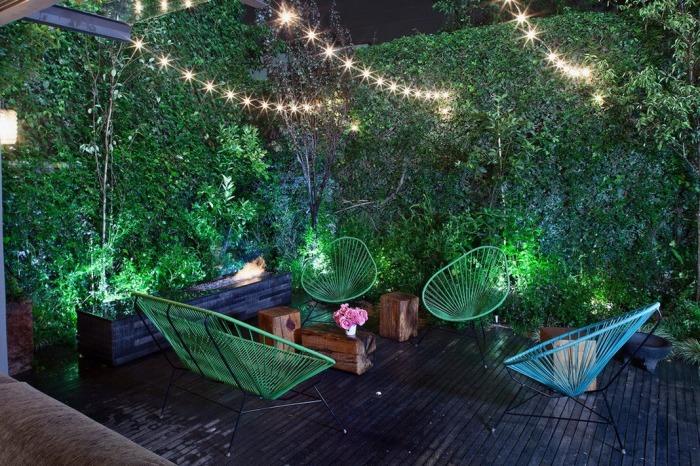 Легкое искусственное освещение для садового участка.