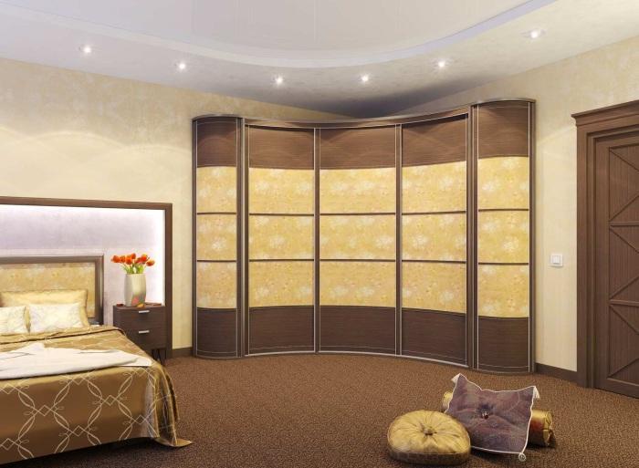 Шикарный угловой шкаф, которой поможет сэкономить пространство в спальне.