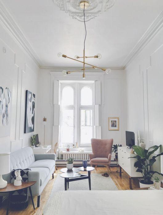 Для многих людей гостиная комната в светлых оттенках олицетворяет тепло и домашний уют.