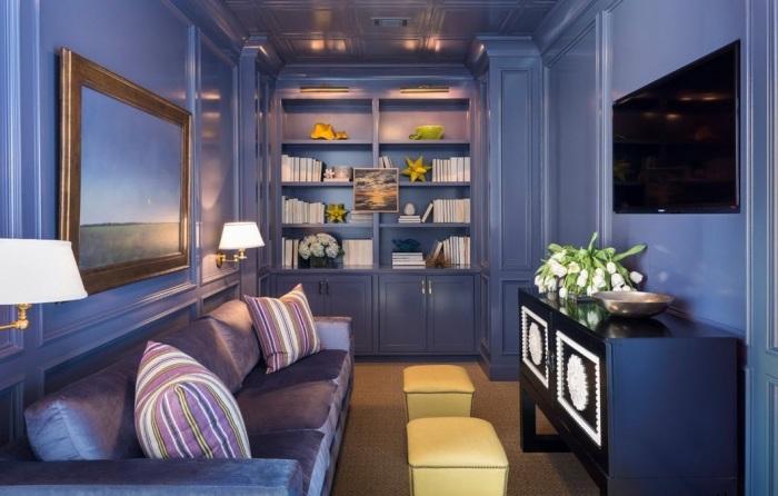 Фиолетовый интерьер гостиной комнаты всегда будет радовать хозяев и по-настоящему удивлять гостей.