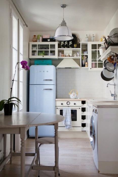 Традиционный интерьер светлой кухни мало кого оставит равнодушным.