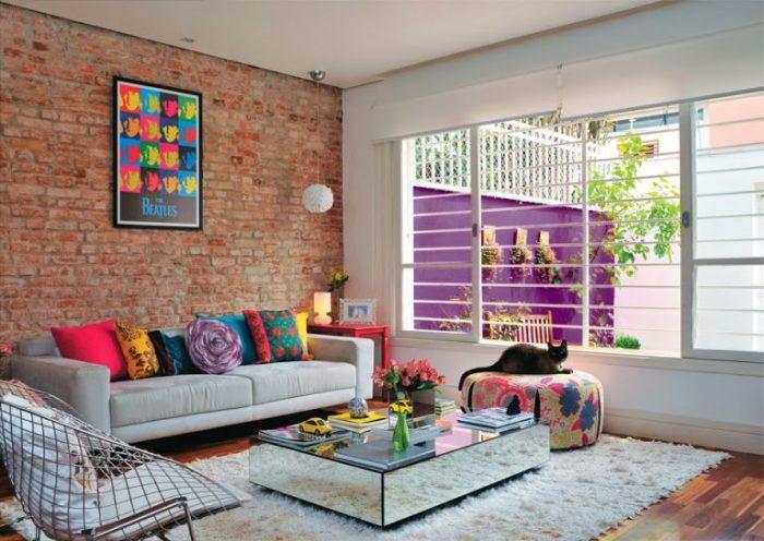 Открытая кирпичная стена чудесно и гармонично сочетается с любым современным интерьером.