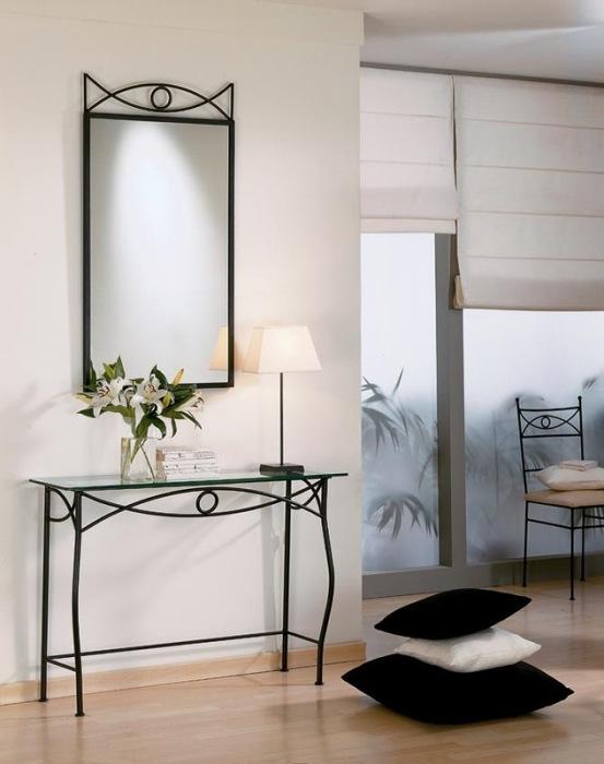 Традиционный кованый туалетный столик с зеркалом для тех, кто стремится к роскоши и аристократичности.