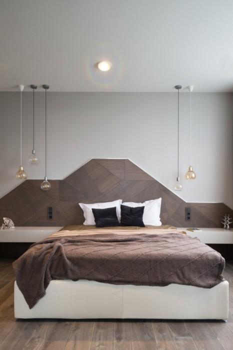 Спальная комната с характерными для минимализма строгими четкими линиями, но с не присущей этому стилевому направлению цветовой гамме.