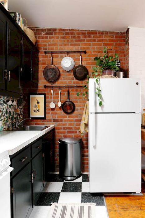 Отличный вариант, который позволяет разгрузить кухонные шкафчики и моментально навести порядки на кухне.