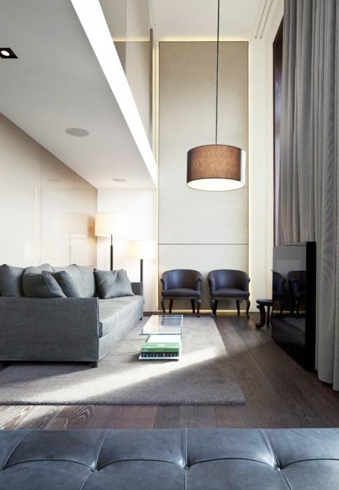 Простой и лаконичный интерьер гостиной комнаты с элементами хай-тек технологий.