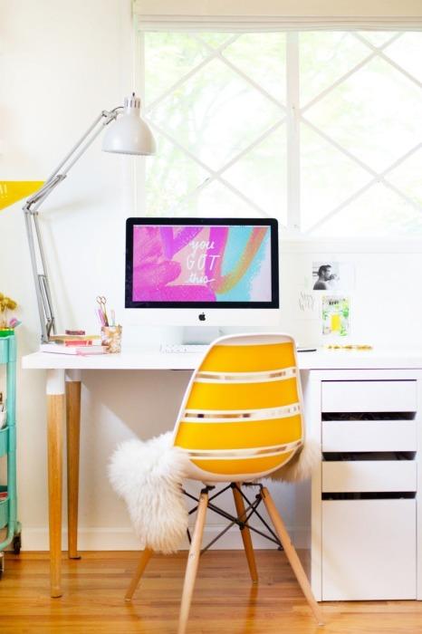 Стол, в котором сочетаются сразу несколько стилистических направлений.