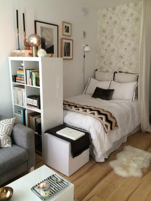 Правильное оформление спального места в гостиной комнате - камень преткновения для многих домовладельцев и даже профессиональных дизайнеров.