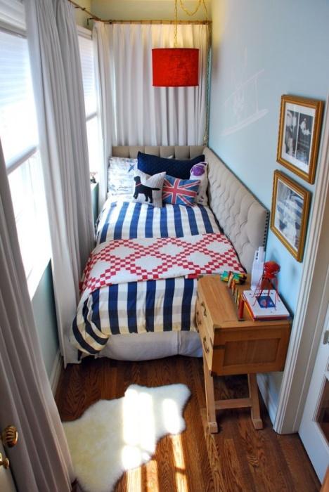Отделка комнаты в мягких пастельных тонах поможет визуально расширить пространство вашей спальни.