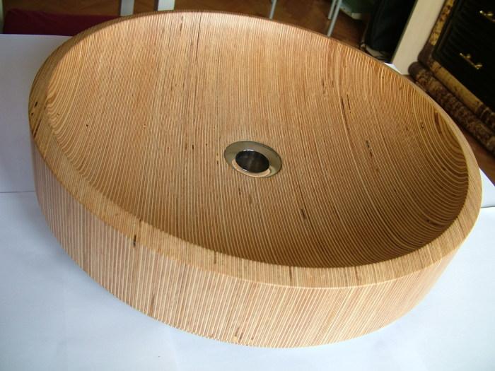 Эксклюзивная деревянная раковина, выполненная из деревянной основы.