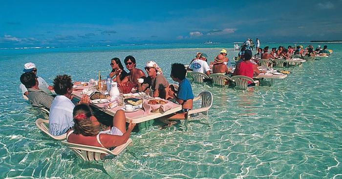 Необычный ресторан в воде позволит прикоснутся к безбрежной пустоте океана.