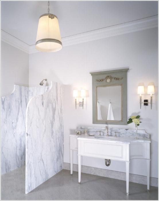 Декоративный мрамор - идеальный камень для душевой кабины, где обычно повышенный уровень влажности.