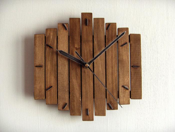 Механические настенные часы из натуральной дорогой древесины в стиле минимализм.