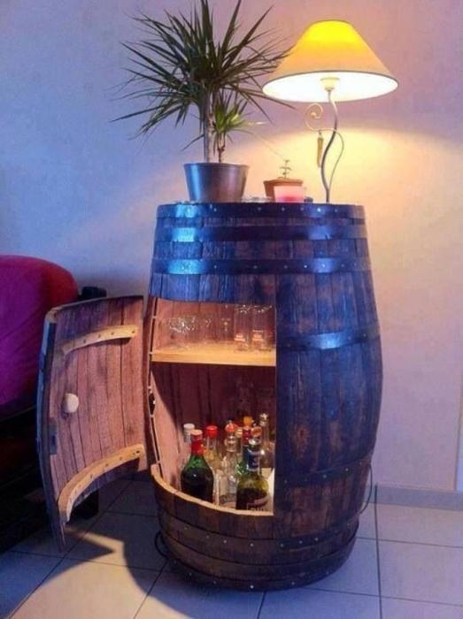 Удивительное превращение винной бочки в домашний мини-бар.