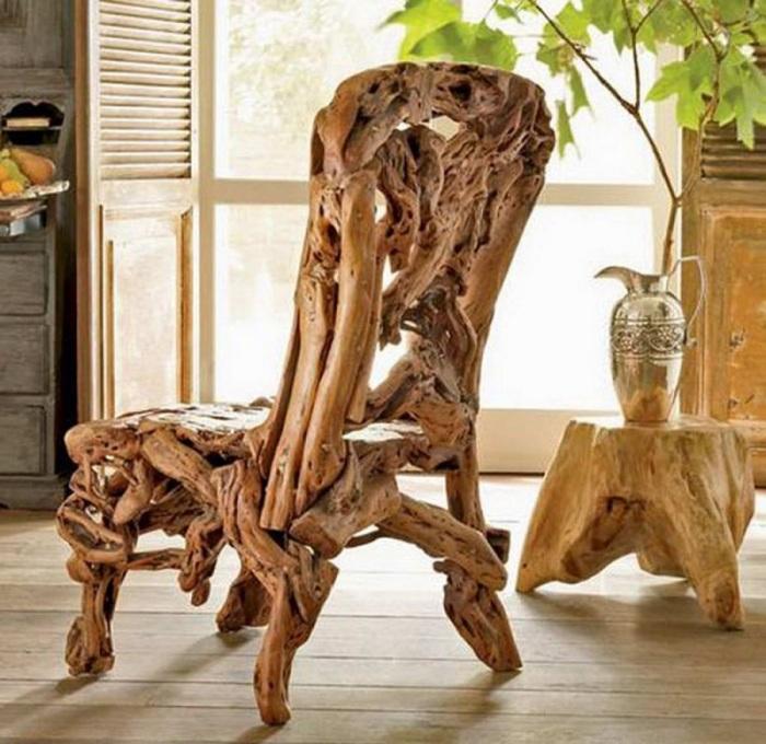 Современная деревянная мебель отличается своей простотой и практичностью.