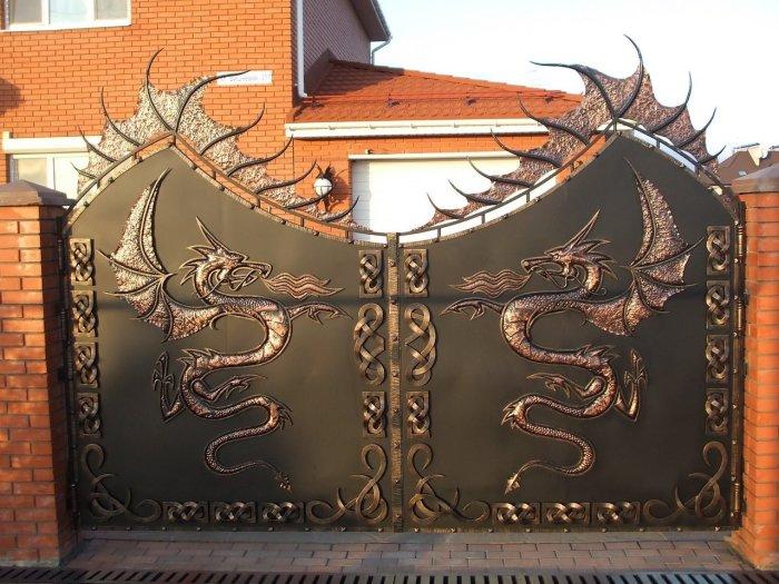 Кованные ворота для загородного участка.