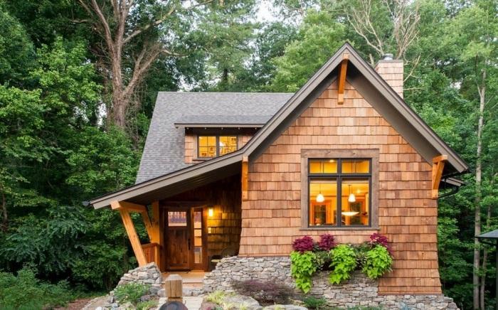 Небольшая деревянная постройка для истинных ценителей романтики и уюта.