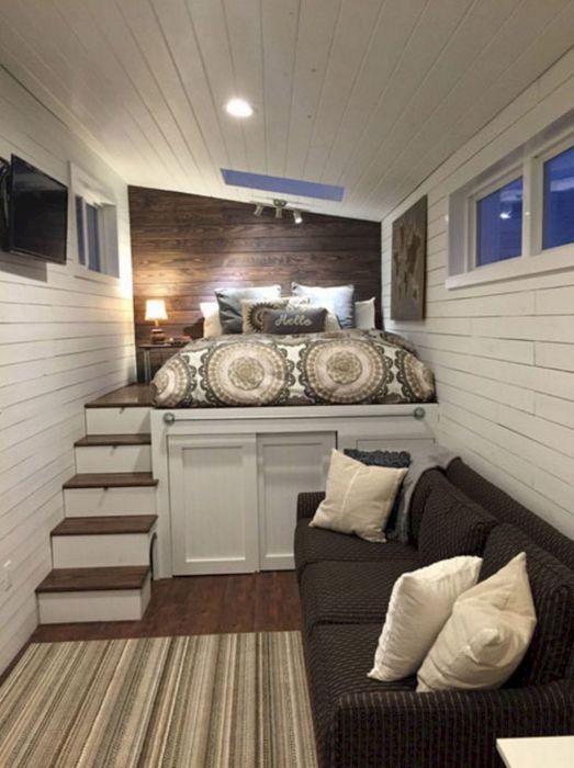 Гостиная и спальня в одном помещении — достаточно распространённый вариант планировки в условиях малогабаритной квартиры.