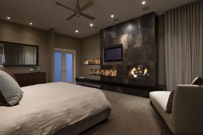 Электрический камин в спальной комнате создаст атмосферу, которая позволит отдохнуть и расслабиться.