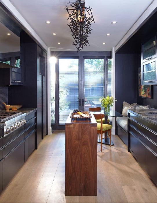 Кухня в коричнево-тёмных оттенках понравится тем, кто любит контрасты.