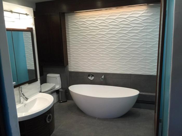 Для создания оригинальной и комфортной отделки ванной комнаты профессиональные дизайнеры рекомендуют использовать 3D-поверхности.
