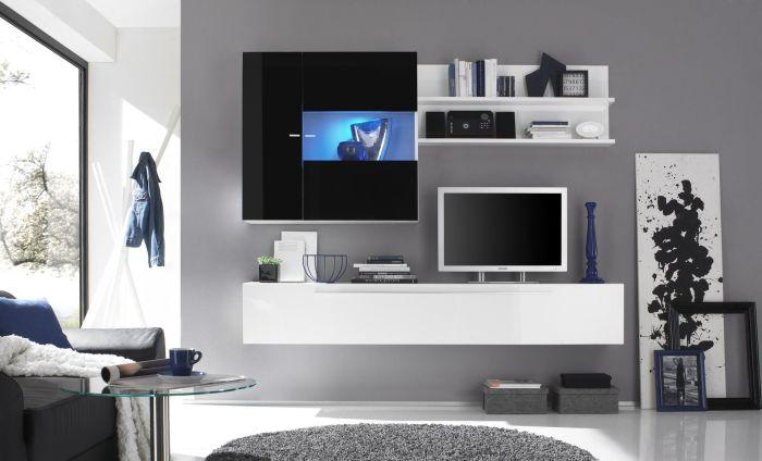 Контрастное сочетание светлого и тёмного цвета создаёт необычную атмосферу в зоне для просмотра телевизора