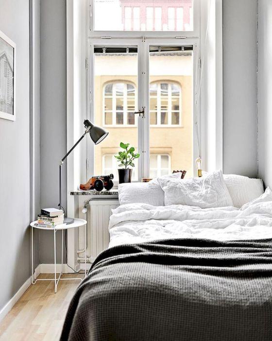 Не теряет актуальности интерьер светлой спальной комнаты, который способен визуально увеличить пространство.