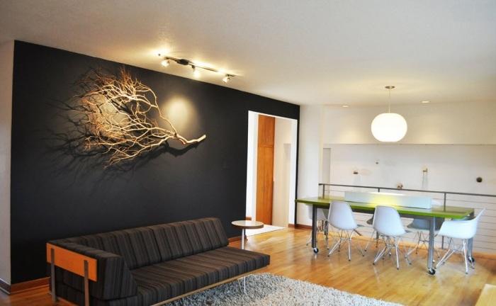 Прекрасный декор черной стены в виде дерева.